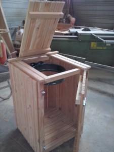 poubelle en bois extérieur