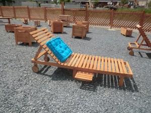 chaise longue en bois douglas