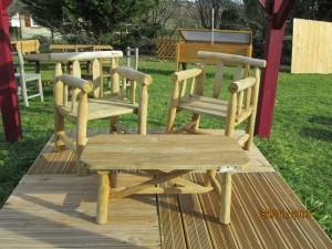 fauteuils + table basse en rondins de châtaignier
