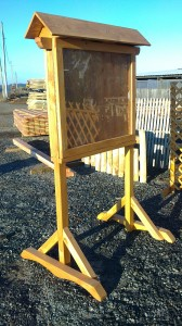 présentoir ou panneau d'affichage en bois