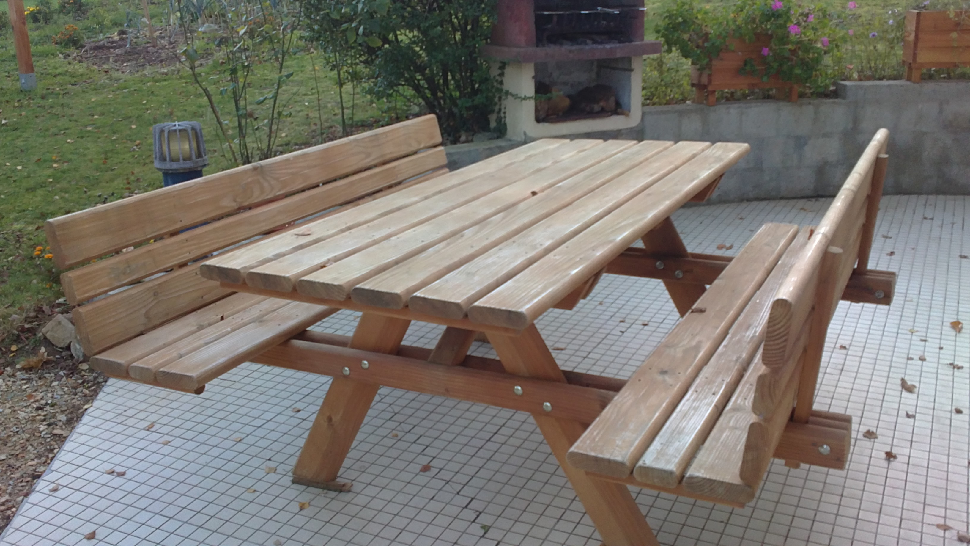 Table exterieur for Table exterieur en bois massif